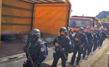Tensionohet situata në veri të Kosovës, serbët provokojnë me këngë nacionaliste (VIDEO)