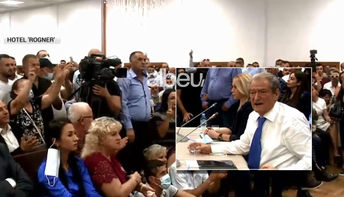 """Demokratët """"shpërthejnë"""" në brohoritje kur Berisha e quan Bashën ish-kryetar të PD-së (FOTO LAJM)"""