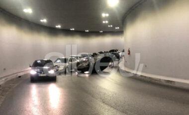 Aksident tek ish-Shqiponja, makina përmbyset brenda në tunel (VIDEO)