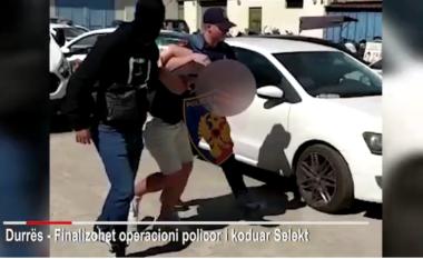 E FUNDIT/ 6 kilogramë kanabis dhe pushkë mes qytetit, bie në pranga trafikanti në Durrës që lëvizte me taksi (VIDEO)