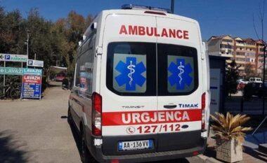 """""""Land Rover-i"""" del nga rruga në Fier, lëndohen dy pasagjerët"""