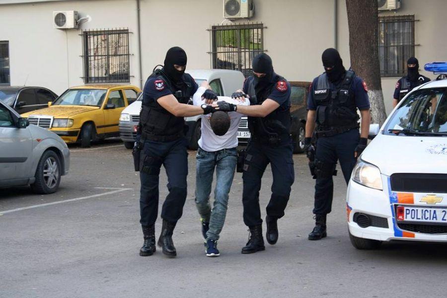 """""""Jam polic"""", prangoset 26 vjeçari në Tiranë për vjedhje"""