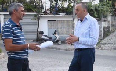 Artan Lame dorëzon certifikatat e pronësisë për rreth 80 banesa në Gjirokastër, thumbon opozitën