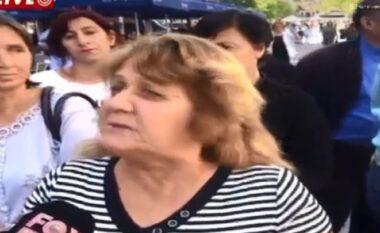 """""""Kemi 1 vit e 6 muaj pa marrë ndihmën ekonomike"""", protestojnë familjarët e personave me aftësi të kufizuara"""