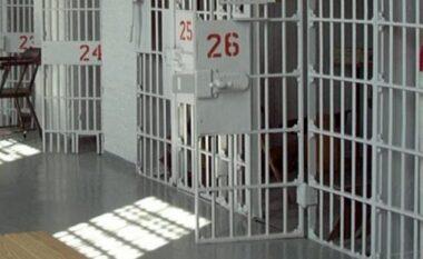 EMRAT/ Arrestohen dy policë burgjesh në Tiranë, si i favorizonin të dënuarit