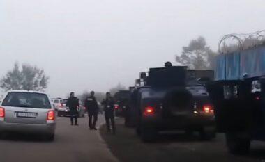 Forcat policore në veri, pas vendosjes së kontenjerëve në Jarinje (FOTO LAJM)