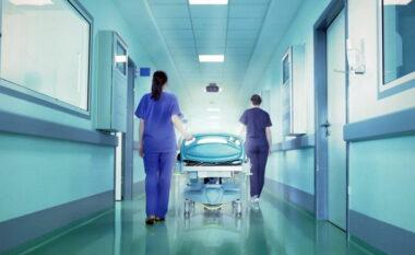 """Mbi 10 mijë punonjës shëndetësorë """"hapin krahun"""", çfarë parashikon ligji i ri në Greqi për të pavaksinuarit"""