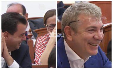 Deputeti demokrat shkrin së qeshuri sallën e Kuvendit: Basha me lot, nuk përmbahet as Gjiknuri (VIDEO)