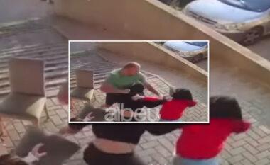 E RËNDË/ Burri në Prishtinë dhunon tre gra me shkop bejsbolli (VIDEO)