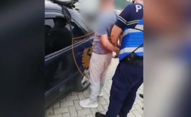"""U kap duke transportuar 3 emigrantë me """"Benz"""", vihet në pranga 42-vjeçari në Fier (VIDEO)"""