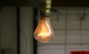 """Llampa qëndron ndezur që nga viti 1901, çfarë e bën atë """"të pavdekshme""""(FOTO LAJM)"""