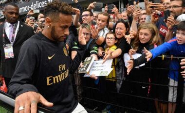 E vështirë për t'u besuar, Neymar paguhet 6 milionë euro në vit për t'u përshëndetur me tifozët