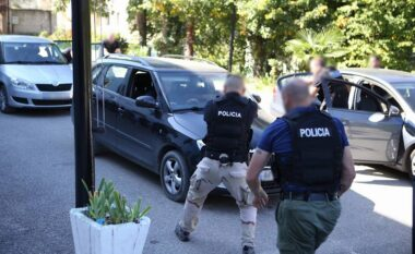 Të dehur në timon dhe të shpallur në kërkim, prangosen 10 persona në Tiranë