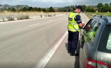 """Policia Rrugore me """"dorë të hekurt"""", arreston 9 shoferë dhe pezullon 46 patenta brenda ditës (VIDEO)"""