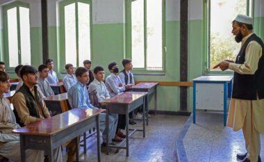 Talebanët hapin shkollat e mesme në Afganistan, përjashtojnë vajzat