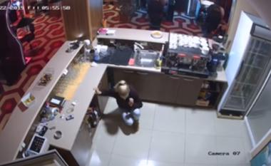 Gjeti grabitësin me thikë në dorë brenda dyqanit të tij, ndërron jetë nga ankthi 40-vjeçari në Shkup