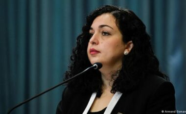 DW për Vjosa Osmanin: Një politikane me parime dhe që guxon të rrezikojë