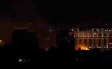 Zjarr në afërsi të Bibliotekës Universitare në Shkup (VIDEO)