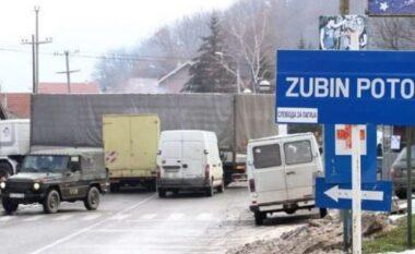Çfarë po ndodh në veri të Kosovës? Digjet Qendra për Regjistrim të Automjeteve në Zubin Potok