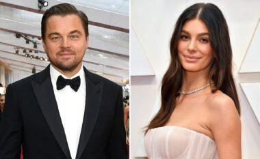 Si rrallëherë, Leonardo DiCaprio shfaqet në publik përkrah të dashurës 22 vite më të re (FOTO LAJM)