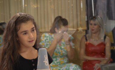 """""""Kam një vit pa u takuar me mamin"""", historia e vajzës nga Fieri i bën të gjithë të qajnë në """"T'ka mami yll"""" (VIDEO)"""