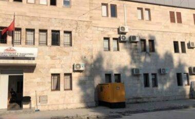 Falsifikonte dokumenta, shpallet në kërkim ish-drejtori i Kadastrës në Vlorë! Sa para ju gjetën në banesë