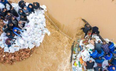 Përmbytje, shembje banesash dhe rrëshqitje toke, shirat e mëdha sjellin evakuimin e rreth 2 milion banorëve