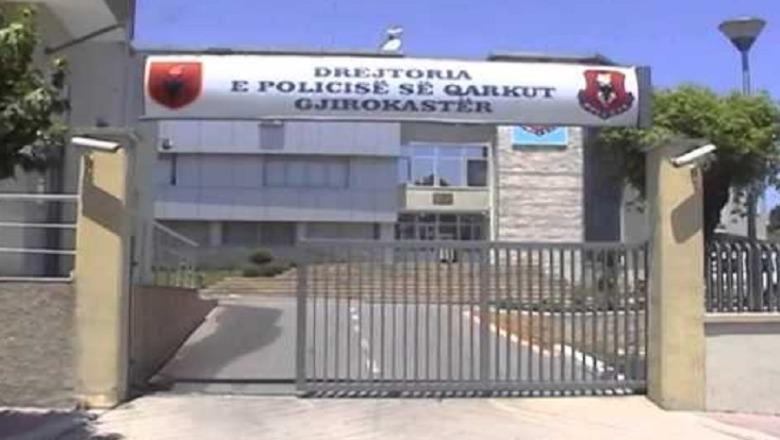 Aksident në Gjirokastër, 23 vjeçari godet makinën ndersa 51 vjeçari vetë-aksidentohet
