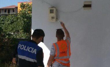 Tentuan të vidhnin energji elektrike, 2 të arrestuar dhe 1 në kërkim