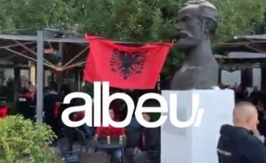"""Atmosfera fantastike nga tifozët """"kuq e zi"""" në Tiranë para ndeshjes Shqipëri-Poloni (VIDEO)"""