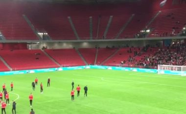 Pak minuta para derbit, Albeu ju jell atmosferën brënda stadiumit (VIDEO)
