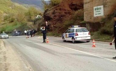 """18-vjeçari del xhiro në Mirditë dhe përplaset me """"Fiat""""-in duke plagosur 2 persona"""