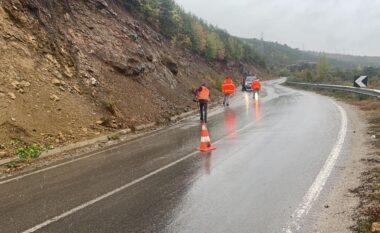 Rënie gurësh dhe inertesh në rrugë, ARRSH apel shoferëve: Reduktoni shpjetësinë