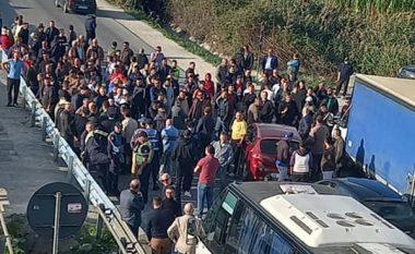 """Protesta u shpërblehet banorëve të Divjakës, hiqen barrierat te """"Pushimi i Shoferit"""""""