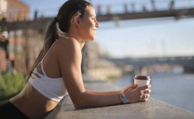 A mund të pini kafe para stërvitjes?