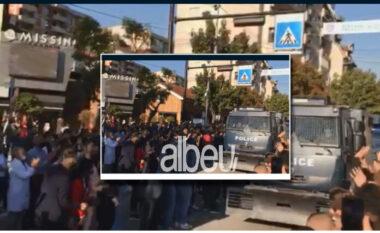 """""""Mbaruan misionin"""", policët e Njësisë Speciale priten si heronj në Mitrovicë"""