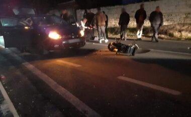 Makina përplas motoçikletën në Fier