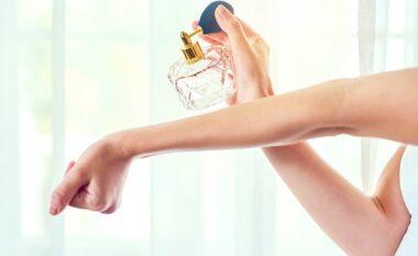 3 gabimet që bëjnë kur lyhemi me parfum