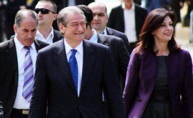 LIVE/ Sali Berisha në Shkodër, mungon Jozefina Topalli por shfaqet vajza e saj krah ish-kryeministrit (VIDEO)