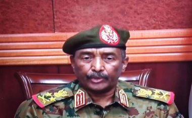 Grushti i shtetit, gjenerali i Sudanit shpall gjendjen e jashtëzakonshme