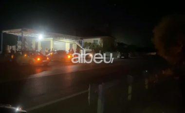 Aksident i katërfishtë në Elbasan, shpëtojnë për mrekulli drejtuesit e mjeteve (VIDEO)