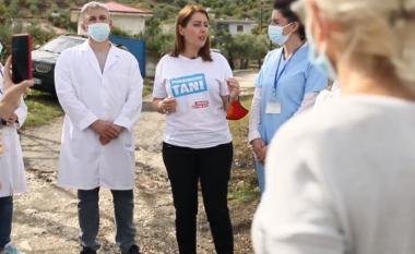 """Manastirliu shkon """"derë më derë"""" qytetarëve për të bërë vaksinën (VIDEO)"""