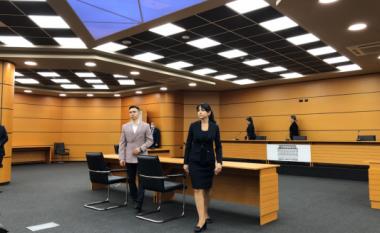 U denoncua 30 herë nga publiku, shkarkohet nga detyra gjyqtarja e Tiranës