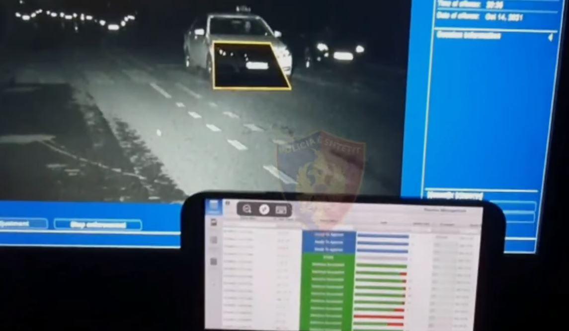 """Makina inteligjente bën """"kërdinë"""" në Tiranë, 1110 gjoba të vendosura brenda 24 orëve të fundit (VIDEO)"""