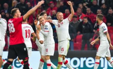 """Incidenti me shishet e ujit në """"Air Albania"""", vjen reagimi i ashpër i FIFA-s (VIDEO)"""