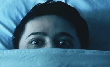Pse zgjohemi shpesh në orën 3 të mëngjesit të frikësuar?