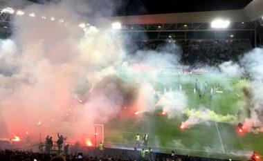 "Saint-Etienne 2-2 Angers, tifozët vendas i vendosin ""flakën"" stadiumit (VIDEO)"