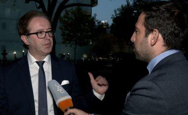 Përplasja në mbledhje, reagon Alizoti: Krizën në PD duhet ta zgjidhin Basha dhe Berisha