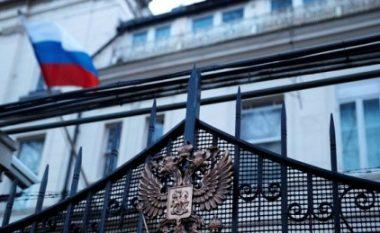"""Shpallja """"non grata"""" e diplomatëve në Kosovë, reagon ambasada ruse: Vendimi është nul, nuk e njohim pavarësinë tuaj"""