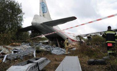 Rrëzohet avioni, 4 persona mbeten të vdekur